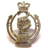 Single Queens crown royal Armoured corps collar badge
